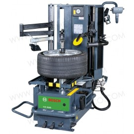 Desmontadora TCE 4540 para neumáticos con poste central hidráulico.